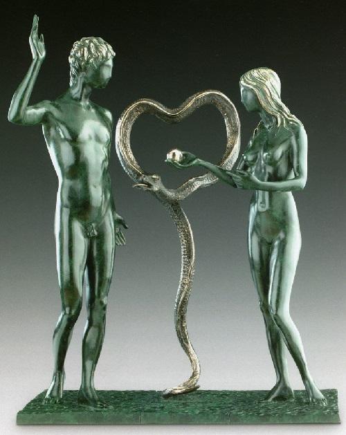 Adán y Eva.  Escultura de bronce de Salvador Dalí