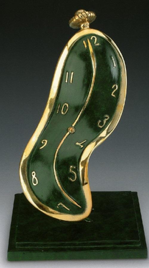 Danza de tiempo.  Escultura de bronce de Salvador Dalí