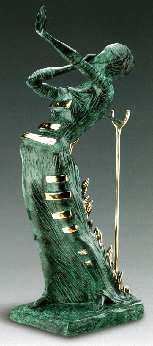 Mujer en una llama.  Escultura de bronce de Salvador Dalí