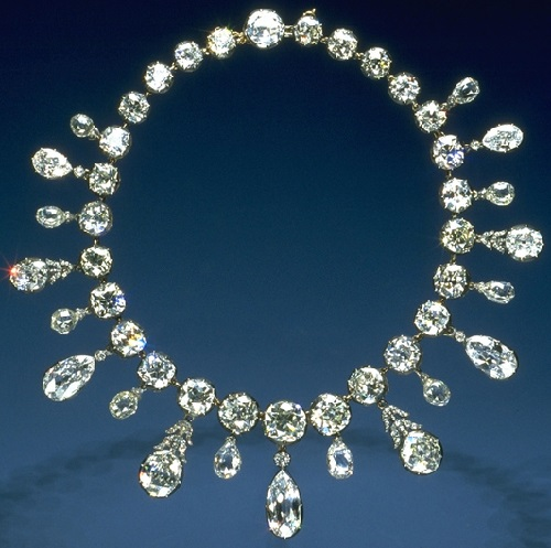 Beauty collector Marjorie Merriweather Post. Diamond necklace of Napoleon