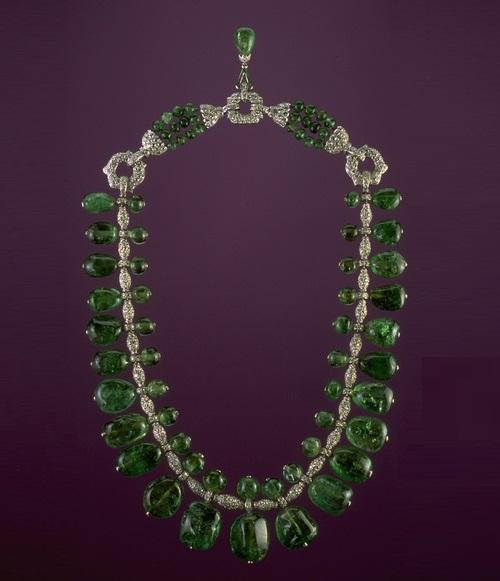 Beauty collector Marjorie Merriweather Post. Emerald necklace