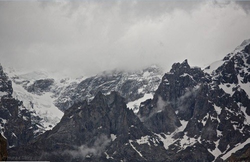 Phenomenon of Hunza tribe. Hunza Mountains