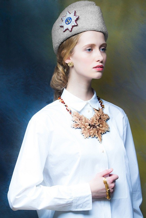 A hat with a brooch in the form of order and a necklace of carved oak leaves. War and Peace jewelry collection by Evgenia Linovich