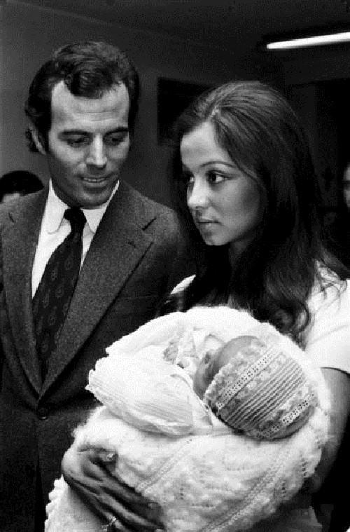 Loving life Julio Iglesias. Julio Iglesias & Isabel Preysler
