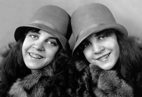 Chained for life Daisy and Violet Hilton (5 February 1908 – 4 January 1969)