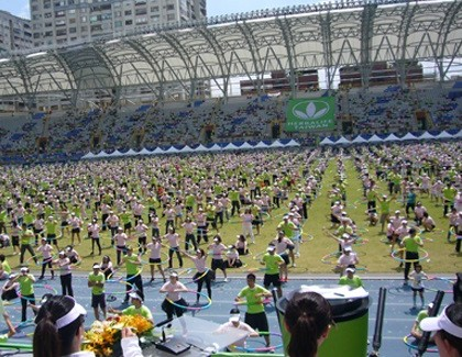 2,496 people twist and twirl their way to the record in Taipei City, Taiwan. 2011