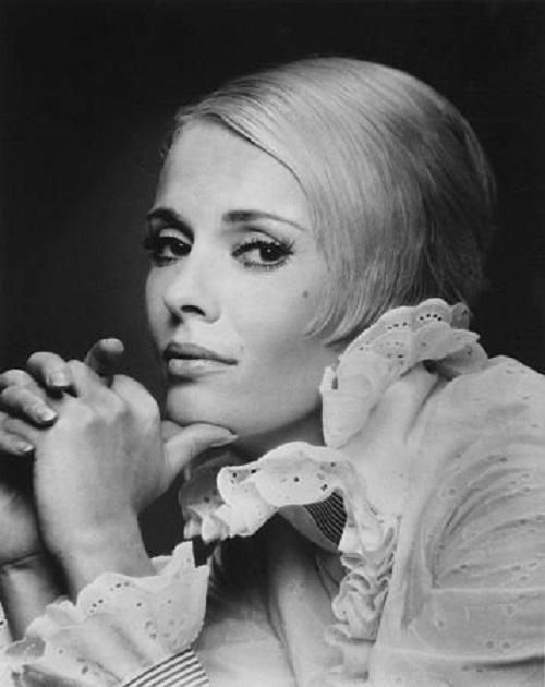 Blonde beauty Jean Dorothy Seberg