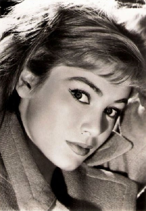 Remembering 1950s French beauty Estella Blain