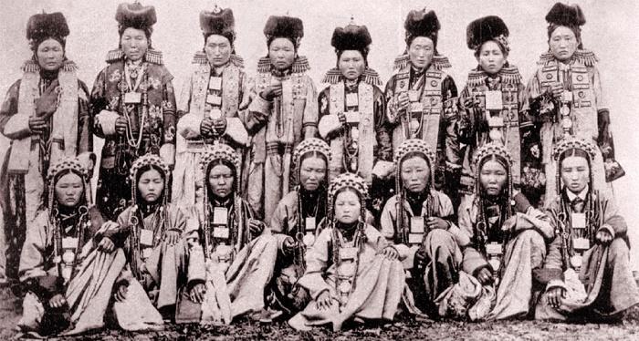 Old photo of Buryat women in national costumes. Photo XIX - early XX century. Author А.К. Kuznetsov
