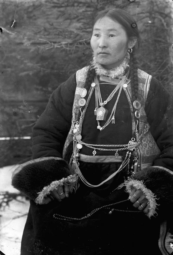 Female Buryat women in national costume. Photo from the Irkutsk Local History Museum