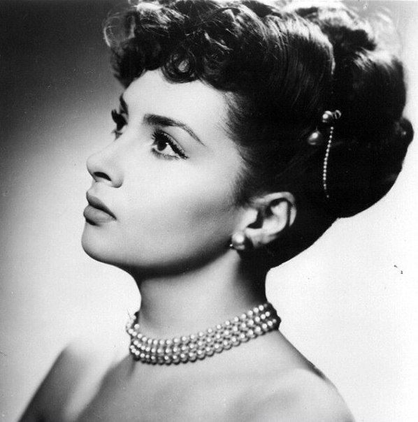 Jewellery lover Gina Lollobrigida