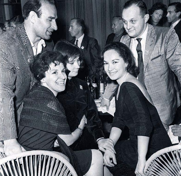 No one took Julio Cacci (top right) seriously - a fussy, timidly chattering, shy bachelor. At the Moscow International Film Festival. From the right to the left - Lolita Torres, Tatyana Samoilova, and Liya Eliava, 1963