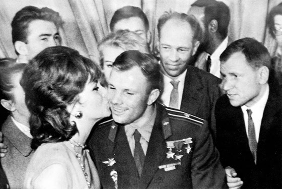 The admirer of her beauty was Yuri Gagarin. However, as Gina herself admitted, their sympathy was mutual