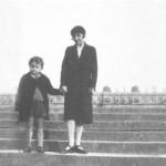 Marina Tsvetaeva and her son, Versailles. 1930