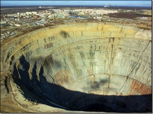 Kimberlitovaya pipe, or Mir diamond pipe, Yakutia. Amazing and terrifying Holes in the Earth
