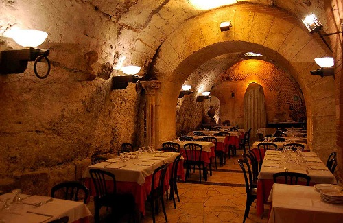 Unusual restaurants. Da Pancrazio restaurant in Rome, Italy