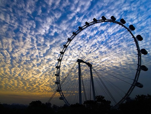 Amazing Singapore Flyer, 5 m (16 ft) taller than the Star of Nanchang and 30 m (98 ft) taller than the London Eye