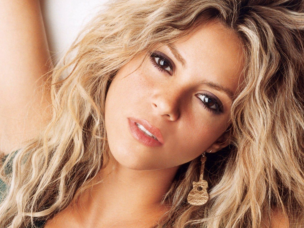 I'm lucky to have family around me. Otherwise, I'll be taking the risk of falling in love with myself. Shakira