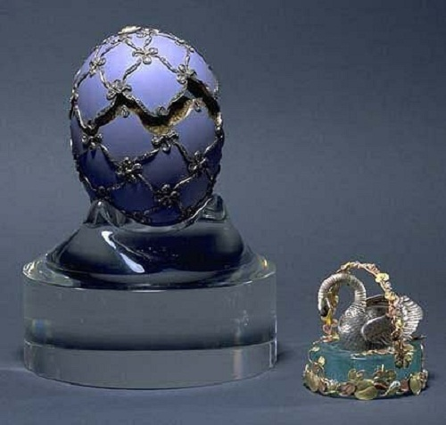 An egg with a swan. Manufactured by Faberge Firm in 1906. The author making eggs - is unknown. Size - 10.2 cm
