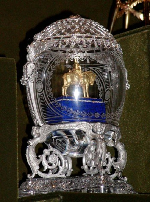 An egg with a model of the monument to Alexander III. The egg is embedded in a case. Made by the jewelry firm of Carl Faberge in 1910. The master is unknown