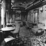 A dining room in the restaurant car