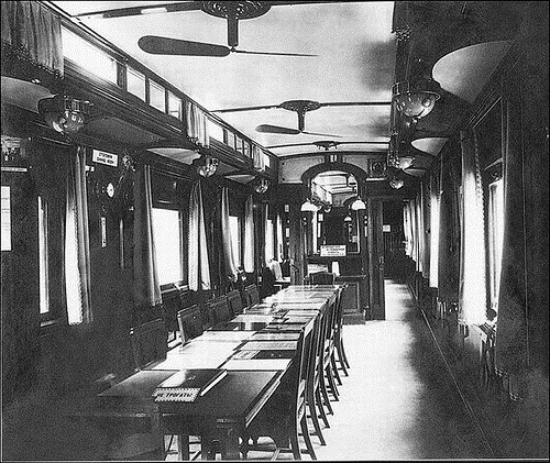 A dining room in the restaurant car.