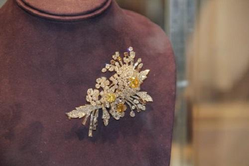 Bulgari brooch (estimated price $300,000-$500,000)