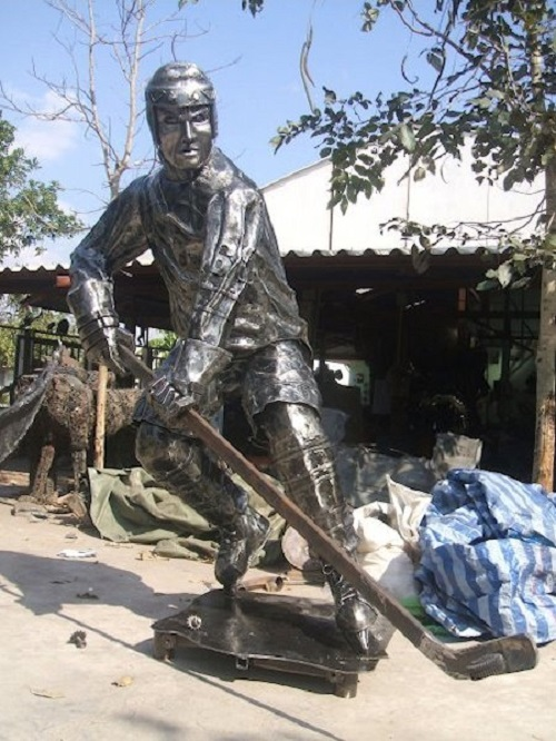Ice hockey player made from recycled metal. Work by Tom Samui