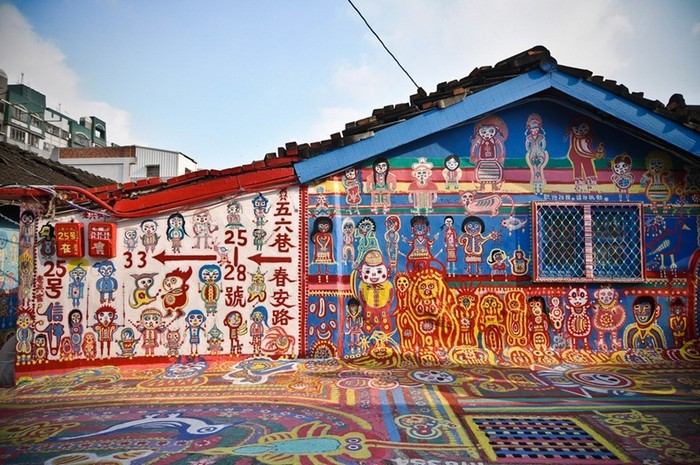Huang Yung-fu, 86 year-old veteran, painted the streets in all the colors of the rainbow.