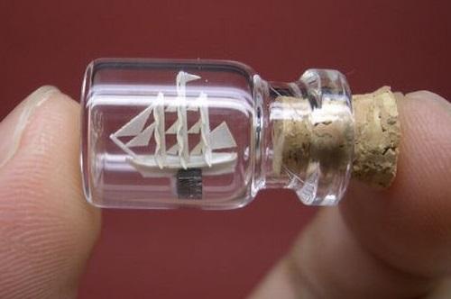 Tiny World in a Bottle by Japanese artist Akinobu Izumi