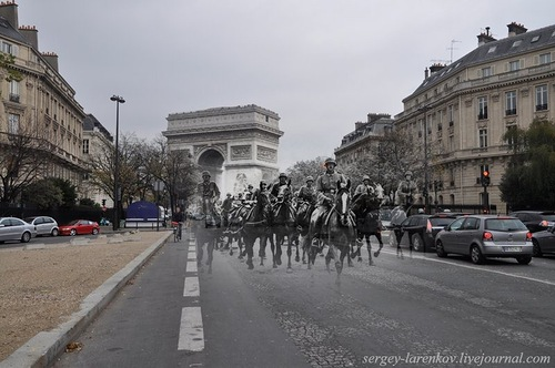 Paris, 1940. German cavalry on the Avenue Foch - Paris, 2010