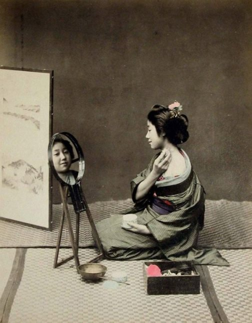 Mirror, mirror, tell me who... Geisha