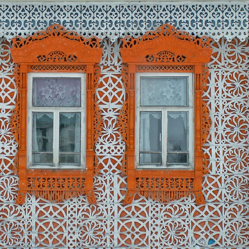 Located in the village of Soymitsy of Ivanovo region house decorated with wooden lace. Work by self-taught wood carver Konstantin Muratov