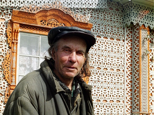 Self-taught woodcarver Konstantin Muratov
