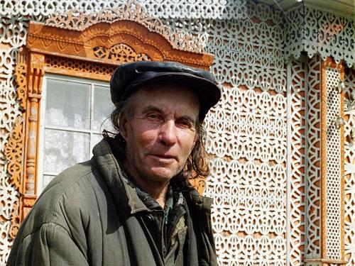 Self-taught woodcarver Konstantin Muratov