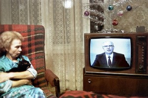 A Soviet Russian lady and her cat watch television in Moscow on December 31, 1988 as Soviet leader Mikhail Gorbachev delivers his New Year message to the Union