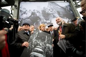 (From L) Former Soviet leader Mikhail Gorbachev, German Chancellor Angela Merkel and Former Polish president Lech Walesa