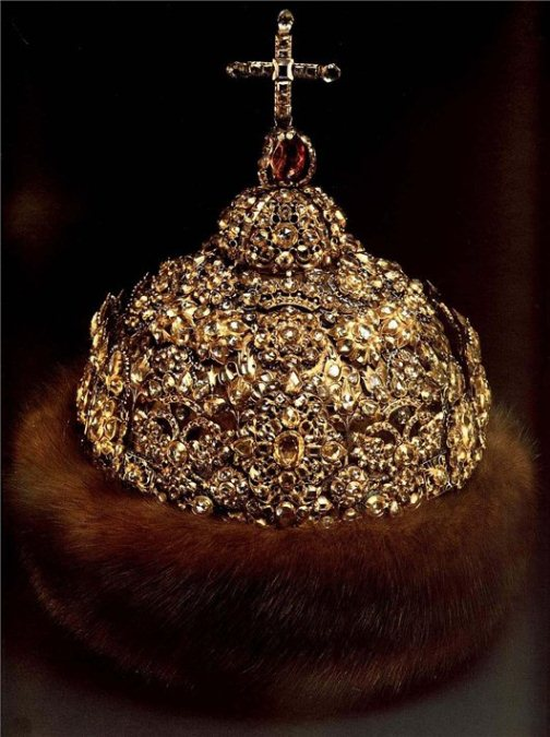 "Diamond Crown, 1682 - 1684. Gold, silver, precious stones, furs, molding, embossing, enamel. Height 28.3 cm circumference of 65 cm. State Historical and Cultural Museum-Preserve ""Moscow Kremlin"". Belonged to Peter Alekseevich. Of the workshop of the Moscow Kremlin."