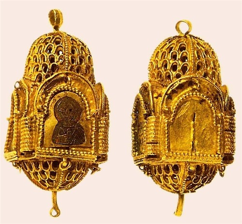 Charms, 12 - 13 century. Gold, embossing, filigree, granulation, enamel. Height 4.0 cm, width 2.3 cm, length 2.3 cm. State Museums of the Moscow Kremlin