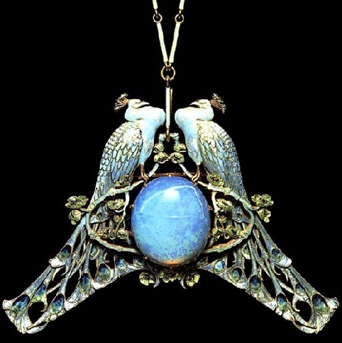 Peacock pendant. Art Nouveau jewellery by Lalique