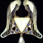 "Suspension ""Peacocks"". Paris, circa 1902-1903 Gold, enamel, opal"