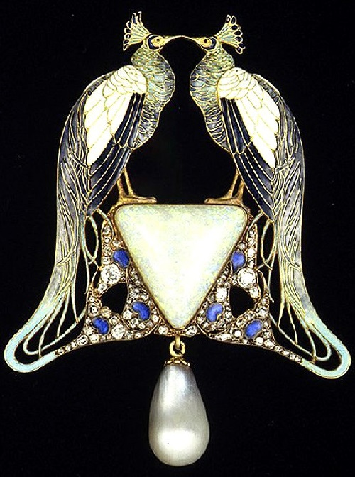 "Suspension ""Peacocks"". Paris, circa 1902-1903 Gold, enamel, opal"