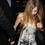 Avril Lavigne in yet another Lipton Tee. Obviously a woman of discerning taste & fashion