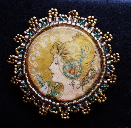 Blonde brooch. Work on A. Mucha lithograph 'Pen' in decoupage technique with craquelure, embroidered with beads. Reverse side of the brooch – fleece trimmed with beads