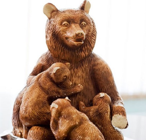 Bear with cubs chocolate sculpture