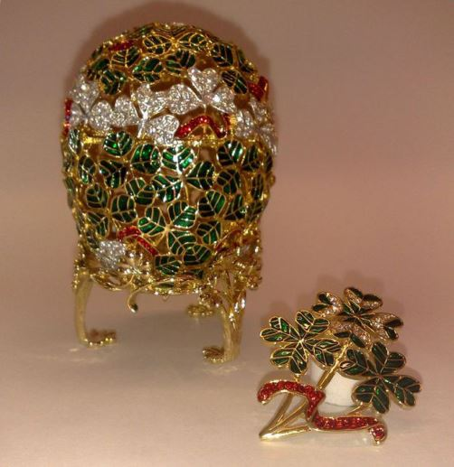 Egg 'Clover' made by the imperial court jeweler Carl Faberge firm in 1902. Jeweler - Michael Perkhin.