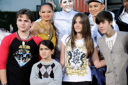 Michael Jackson's three children (left to right) Prince, Blanket, Paris and singer Justin Bieber.