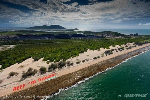 """Reef 'In Danger"" Banner At Abbot Point"