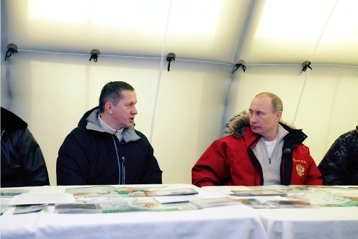 On his way to Sakhalin in Khakassia, Putin introduced a program on studying the snow leopard