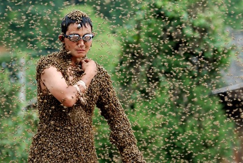 Wang Dalin was the winner of a Bee bearding contest held in Shaoyang City